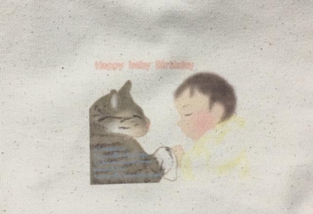 ねこまちがUTmeで購入した赤ちゃんと猫のイラストのバッグのアップ